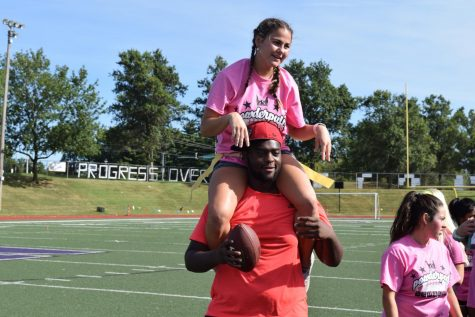 Junior and Senior Girls Compete in Annual Powderpuff Game